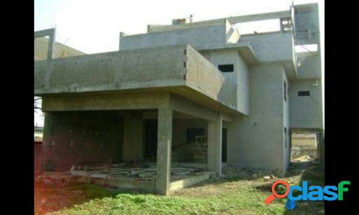 Casa inacabada com 4 quartos