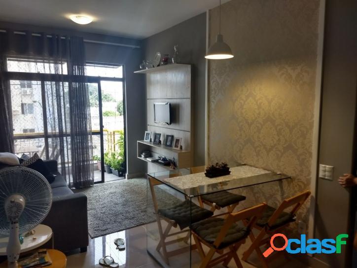 Apartamento com 2 quartos, sala 2 ambientes, varanda
