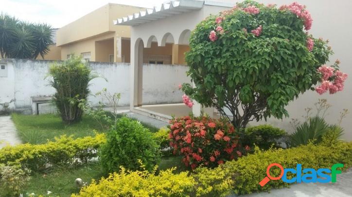 Casa com 2 quartos, quintal amplo