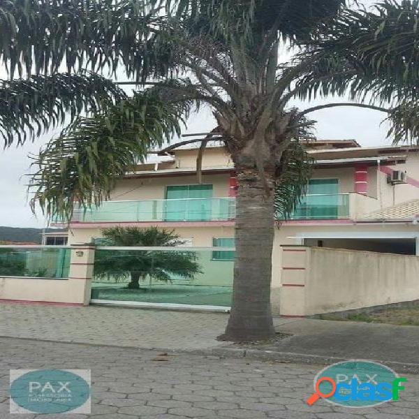 Linda casa de 5 quartos na Praia de Fora SC.