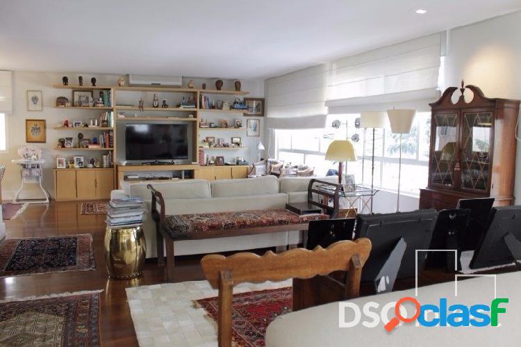 Apartamento amplo e reformado no Itaim nobre