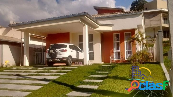 Casa em condomínio fechado - 180,00 m², 03 dormitórios, 01 suíte