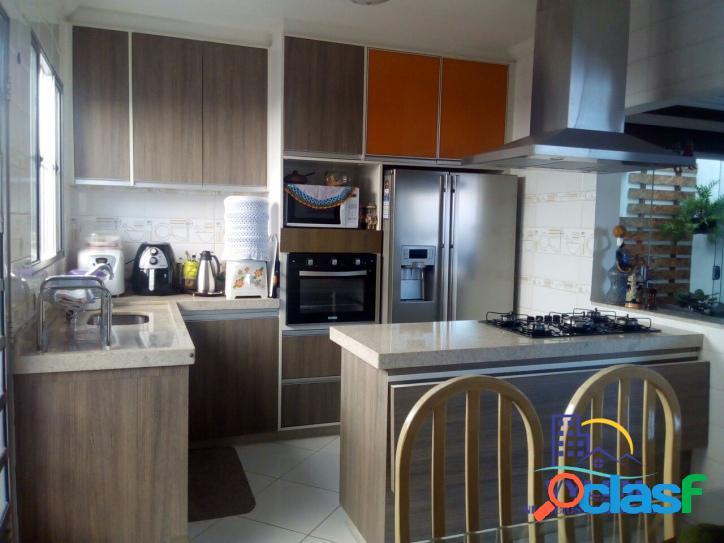Casa com excelente padrão - 210m² - 03 dormitórios