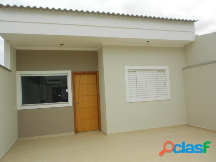Casa nova com excelente estrutura