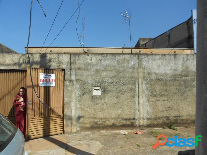 Vendo casa com 2 dorm/suite em área comercial, 300m² terreno