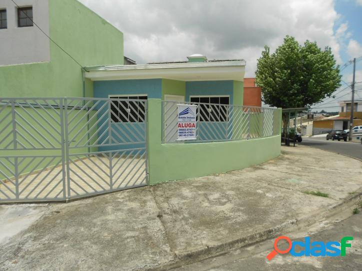 Alugo casa com 3 dormitórios no jd. res. vila amato