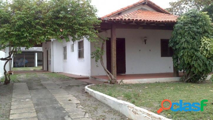 Casa com opção comercial na joaquim nogueira cabo frio