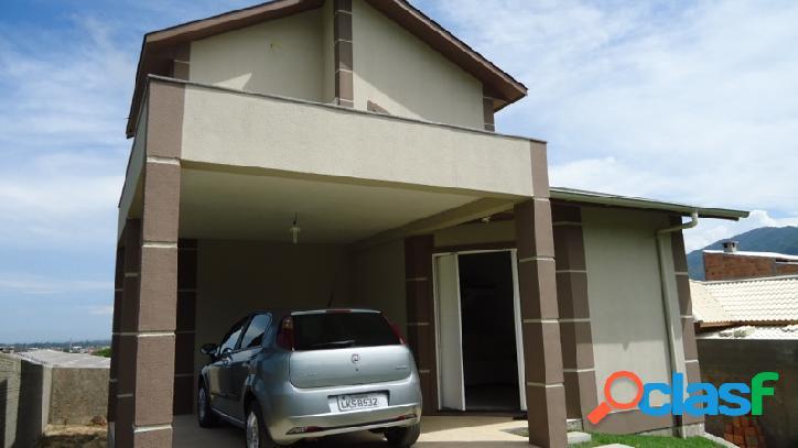 Linda casa com 150m²! ótima localização!