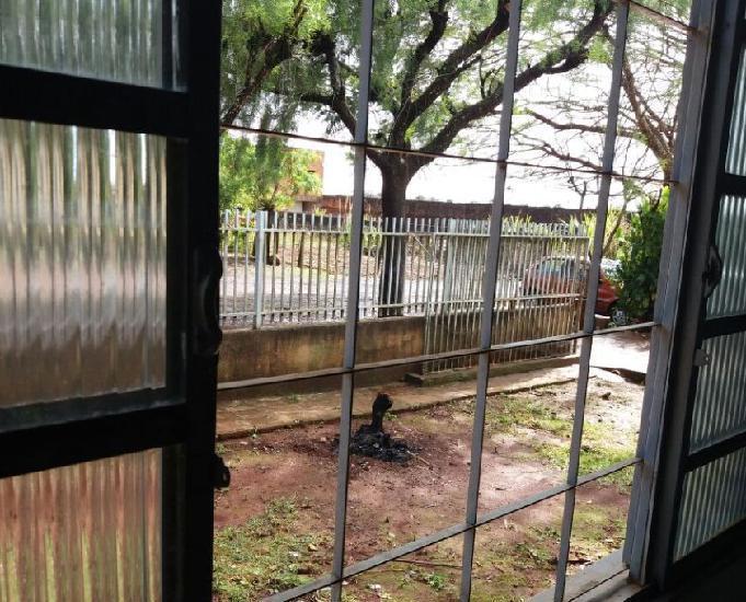 Alugo casa alvenaria 03 qtos, terreno 15x26m - ivaiporã-pr