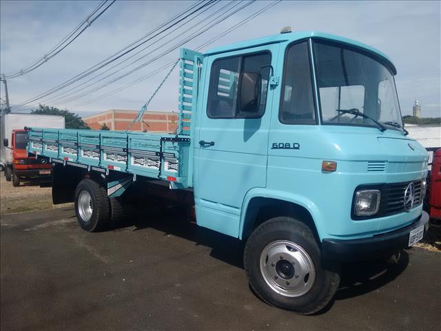 Caminhão mb 608 ano 1982