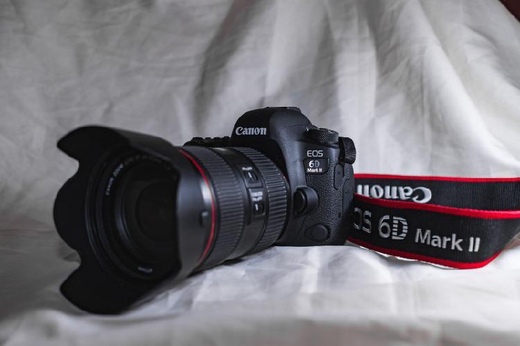 Câmera canon eos 6d mark ii com lente 24-105 f/4l is ii usm