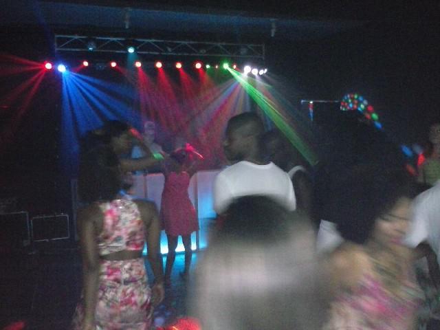 Dj, som e iluminação para festas em nilópolis - rj
