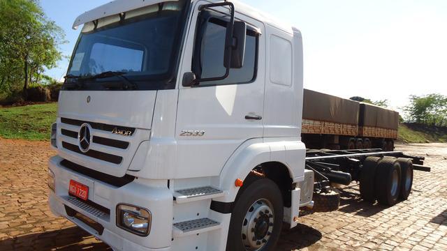 Mercedes 2533 truck leito unico dono mecanica zera todo