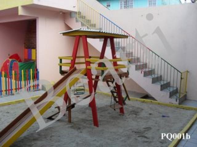 Parquinhos / playgrounds em madeira