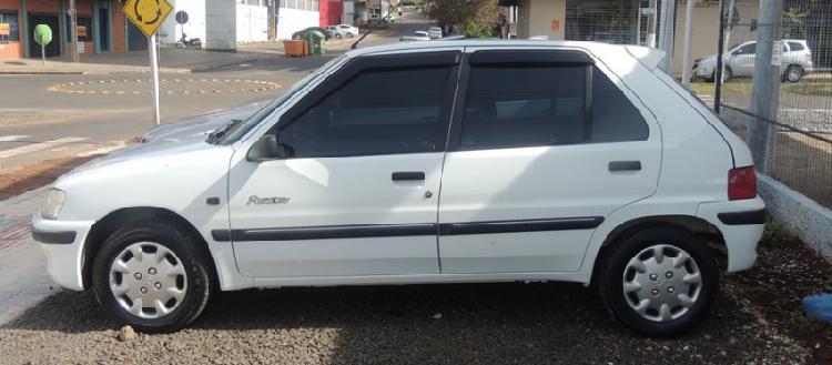 Peugeot 106 em excelente estado de conservação