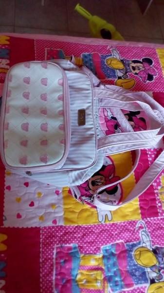 Vendo bolsa maternidade marca hug e lilica, e calçado