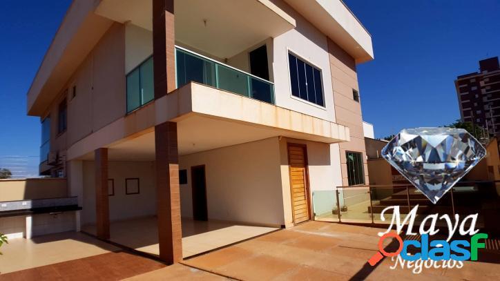 Sobrado 3 quartos, 2 suítes, 176 m² c/ armários na 405 sul