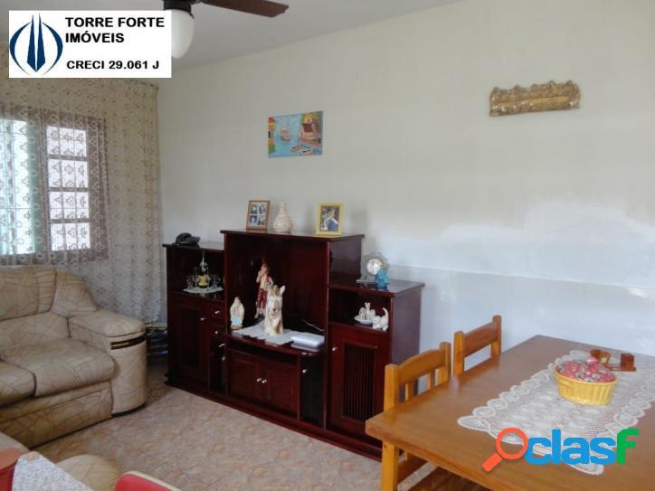 Linda casa com 2 dormitórios em mongaguá. 2 vagas de garagem!