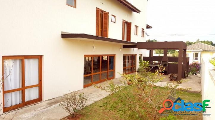 Casa com ambientes integrados e vista fantástica!