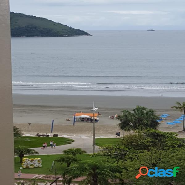 Apartamento na orla da praia em Santos com 2 dormitórios.