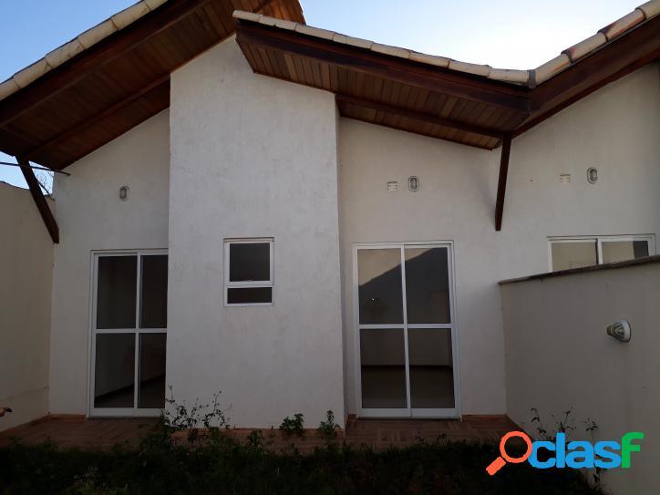 Linda casa 3 quartos em rua asfaltada - r$ 270.000