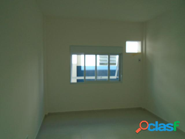 Apartamento 2 dormitórios - vazio- reformado- ponta da praia