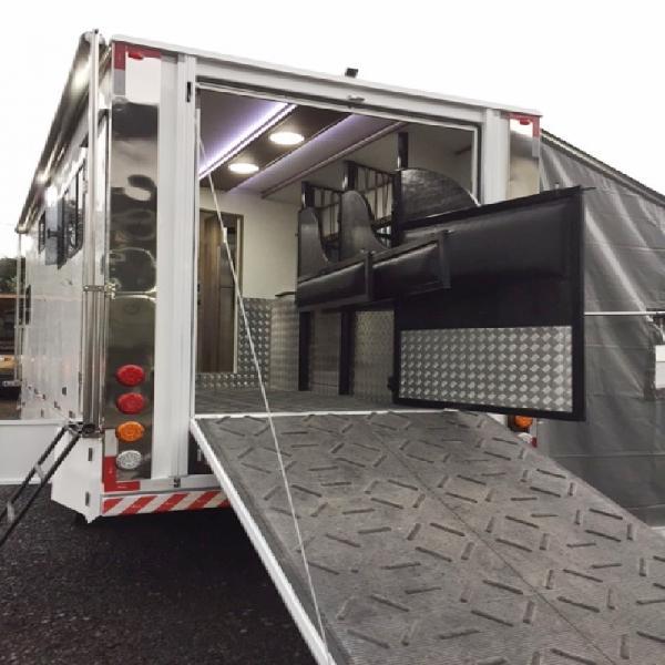 Vw8.150 com baú trailercar