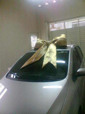 Laço dourado com faixa para carro de presente surpresa 11