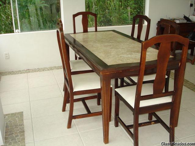 Vendo mesa com tampo de mármore 6 cadeiras usada