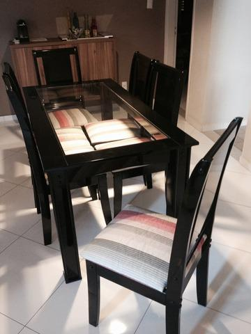 Vendo mesa semi nova com 6 cadeiras em laca preta