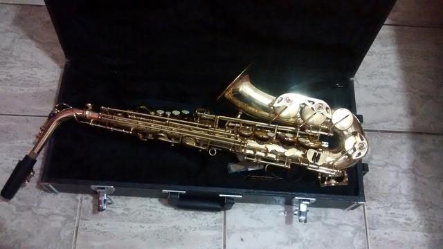 Vendo saxsofone alto csr mi bemol  semi novo 1.100