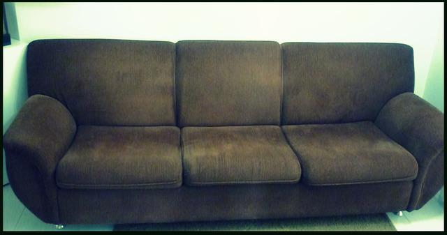 Vendo sofás, mesa de vidro com cadeiras e armários!
