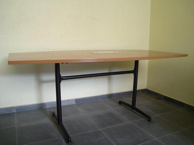Vendo mesa de reunião de 6 Lugares para escritório