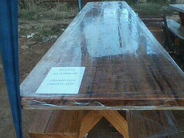 Mesas de madeira maciça rusticas e beneficiada