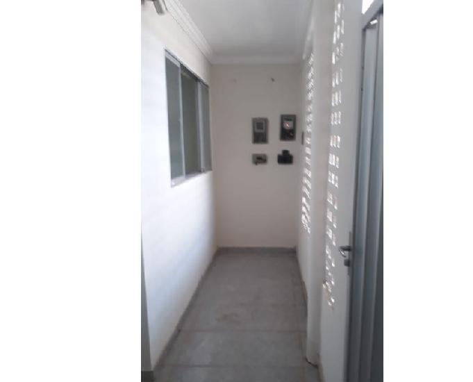 Alugo casas 01 térrea, e 01 1º andar