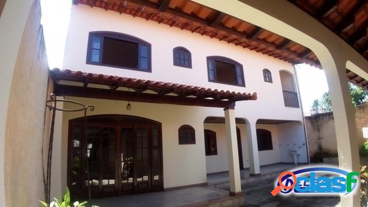 Casa duplex com 4 quartos em venda das pedras