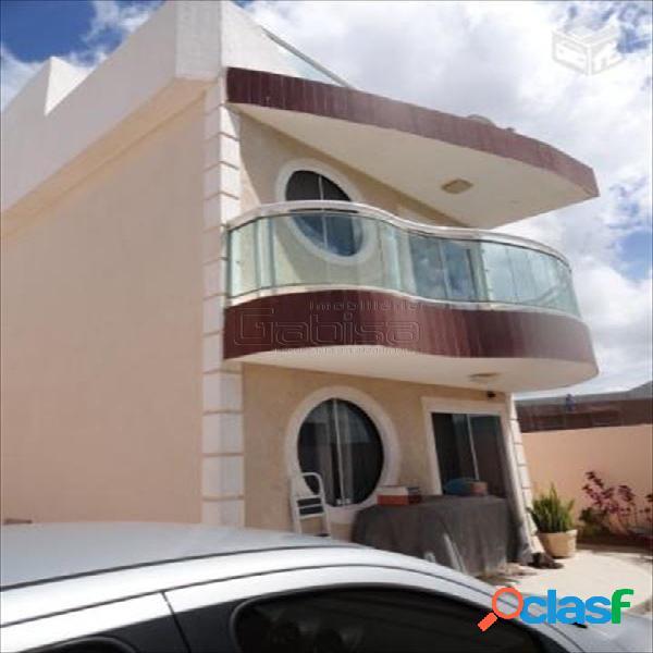 Excelente casa duplex independente em bairro nobre.