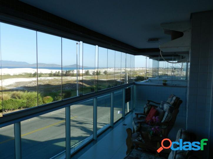 Ótimo apartamento frente praia com uma linda vista do mar