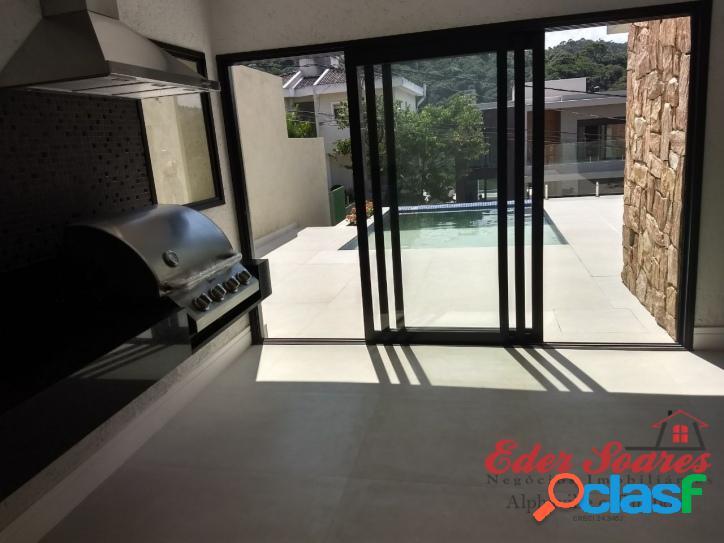Casa com elevador á venda no residencial alphasítio em sp