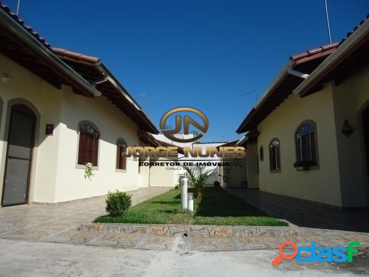 Casas novas em condomínio á 800 metros da praia martim de sá!
