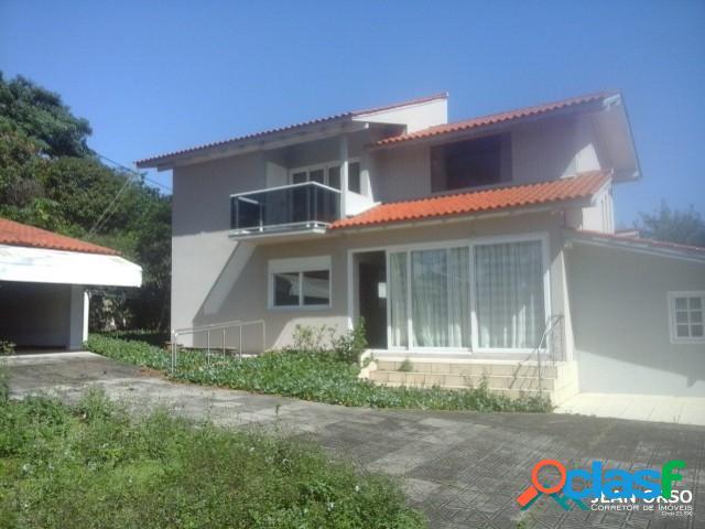 Ampla casa com terreno de 1350 m2