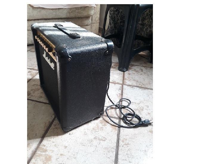 Amplificador marshall 15 watts pequeno
