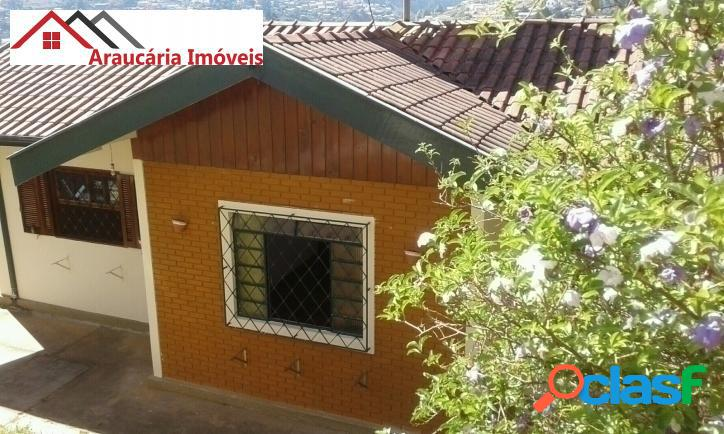Casa assobradada a venda, com 05 quartos e Edícula na Região de Abernéssia. 2