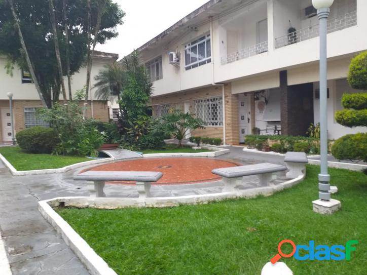 Casa Térrea 3 Dormitórios - Quintal - Encruzilhada - Santos