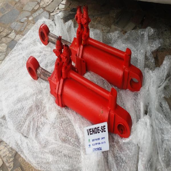 Par de pistoes hidraulicos