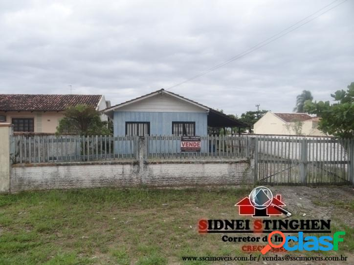 Casa de madeira, bem próxima da lagoa, em Bal. Barra do Sul - SC.