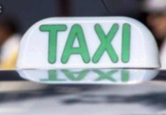 Alvará e taxi branco Voyage 2012