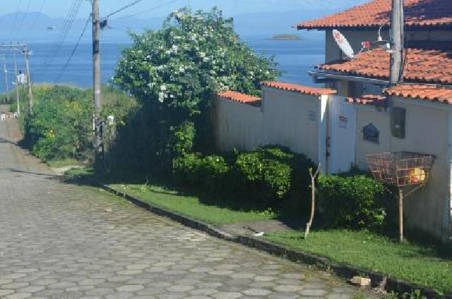 Casa e pousada a beira mar