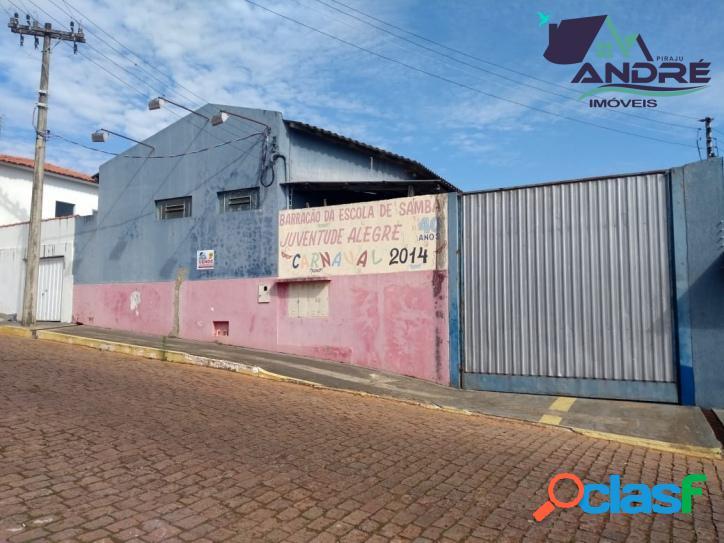 Imóvel comercial, 251m², no Centro, Piraju/SP.