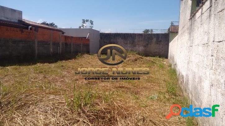 Terreno aterrado, murado e pronto para construção